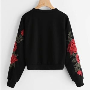 Black Rose Embroidered Sweatshirt Pullover Size L